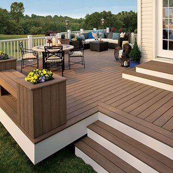 Custom<span>Decks</span>